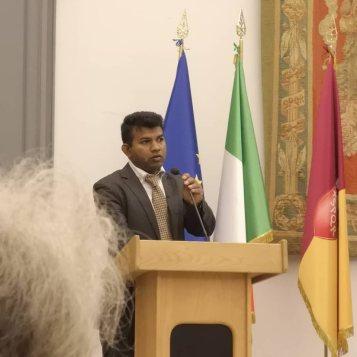Il Dott. Chandana durante il suo intervento sullo Sri Lanka